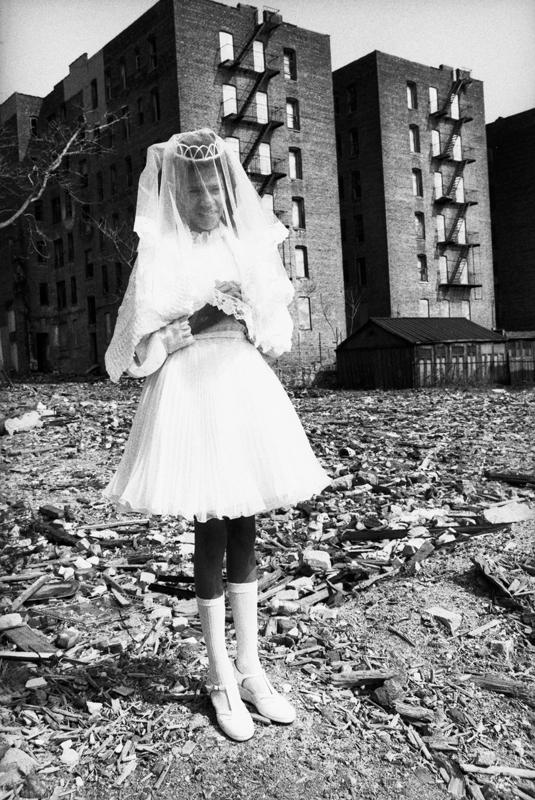La communiante, 1976, South Bronx © Martine Barrat
