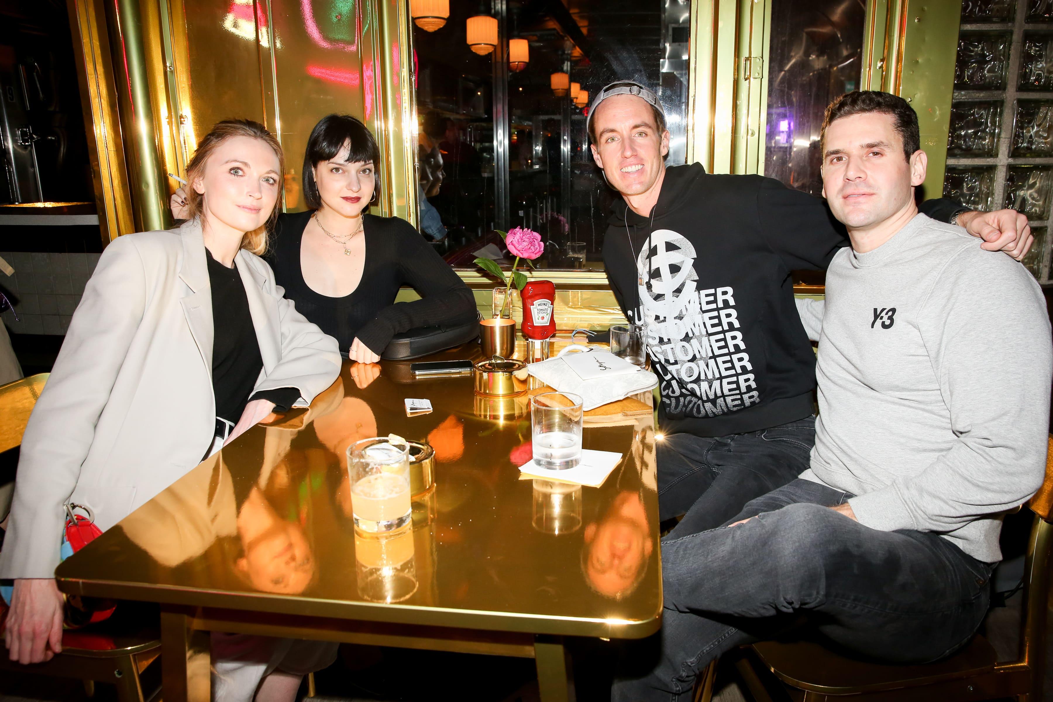 Jane McFarland, Olivia Singer, NIck Remsen et Peter Miller