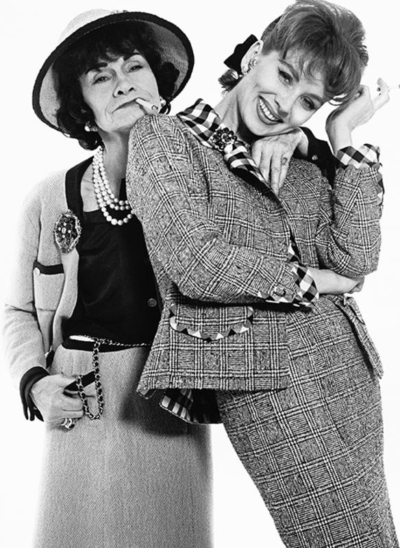 A/ Richard Avedon. Gabrielle Chanel et Suzy Parker habillées par Chanel, Paris, Janvier 1959 © The Richard Avedon Foundation