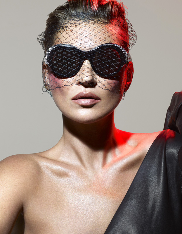 Kate Moss portant le modèle Roselyne.