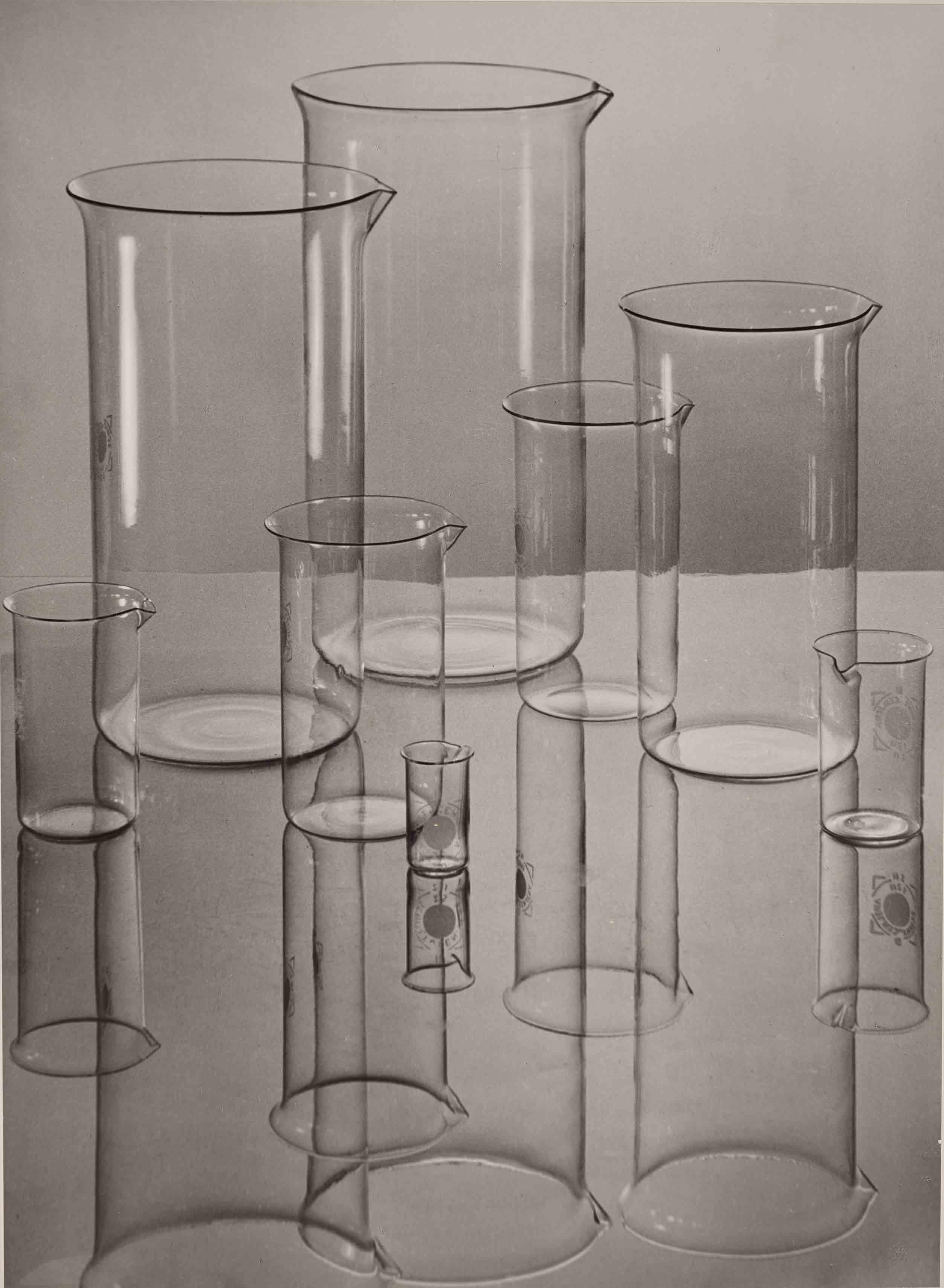 ALBERT RENGER-PATZSCH — Jenaer Glas (Zylindrische Gläser) [Verrerie d'Iéna (béchers)], 1934 Museum Folkwang, Essen © Albert Renger-Patzsch / Archiv Ann und Jürgen Wilde, Zülpich / ADAGP, Paris 2017