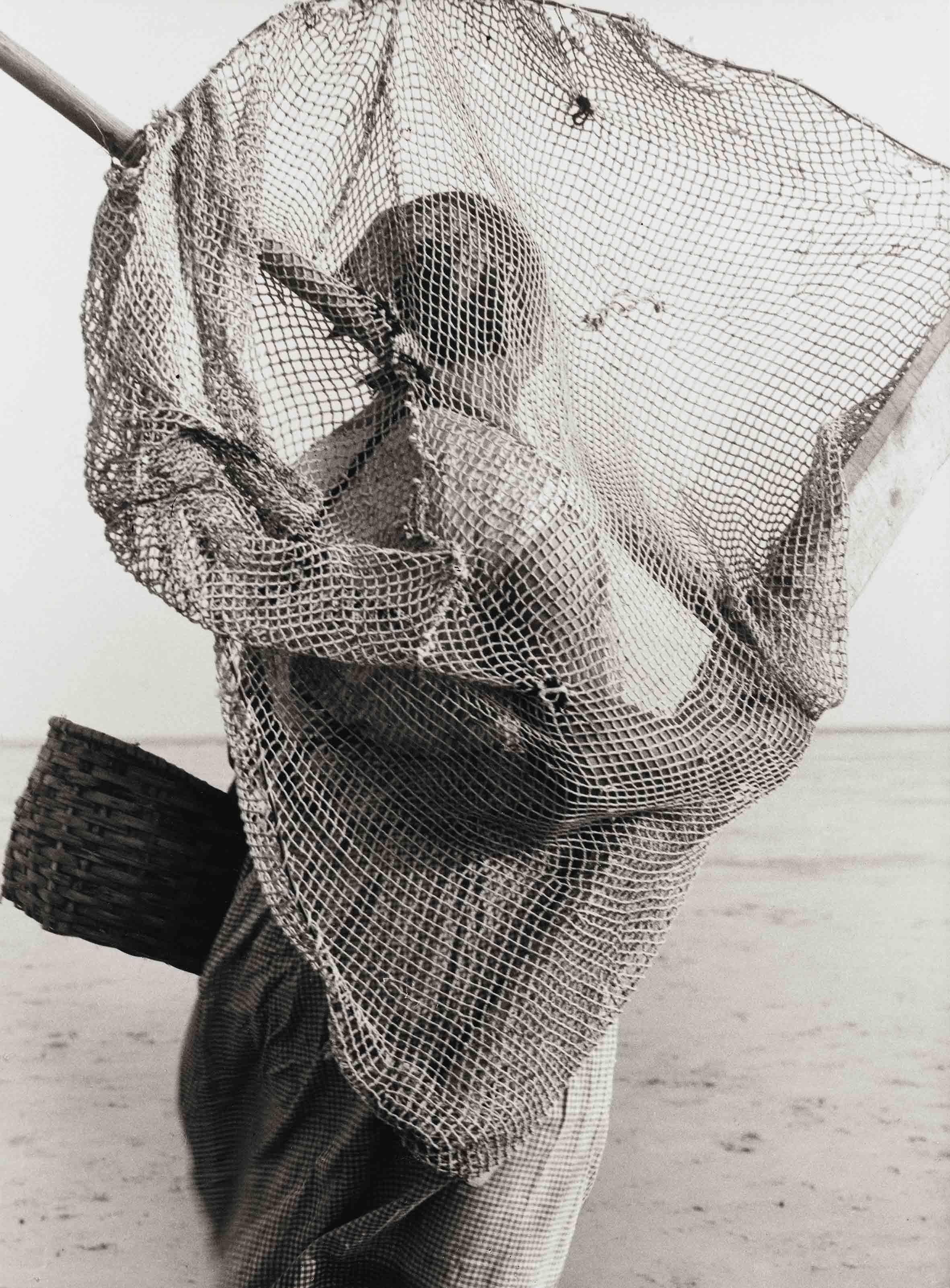 ALBERT RENGER-PATZSCH — Krabben scherin [Pêcheuse de crevettes], 1927 Centre Pompidou, Musée national d'art moderne – Centre de création industrielle, Paris. Acquisition en 1979 © Albert Renger-Patzsch / Archiv Ann und Jürgen Wilde, Zülpich / ADAGP, Paris 2017