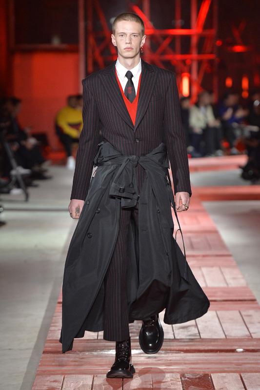 Alexander McQueen Fall 2018 Men's Fashion Show Details | 4