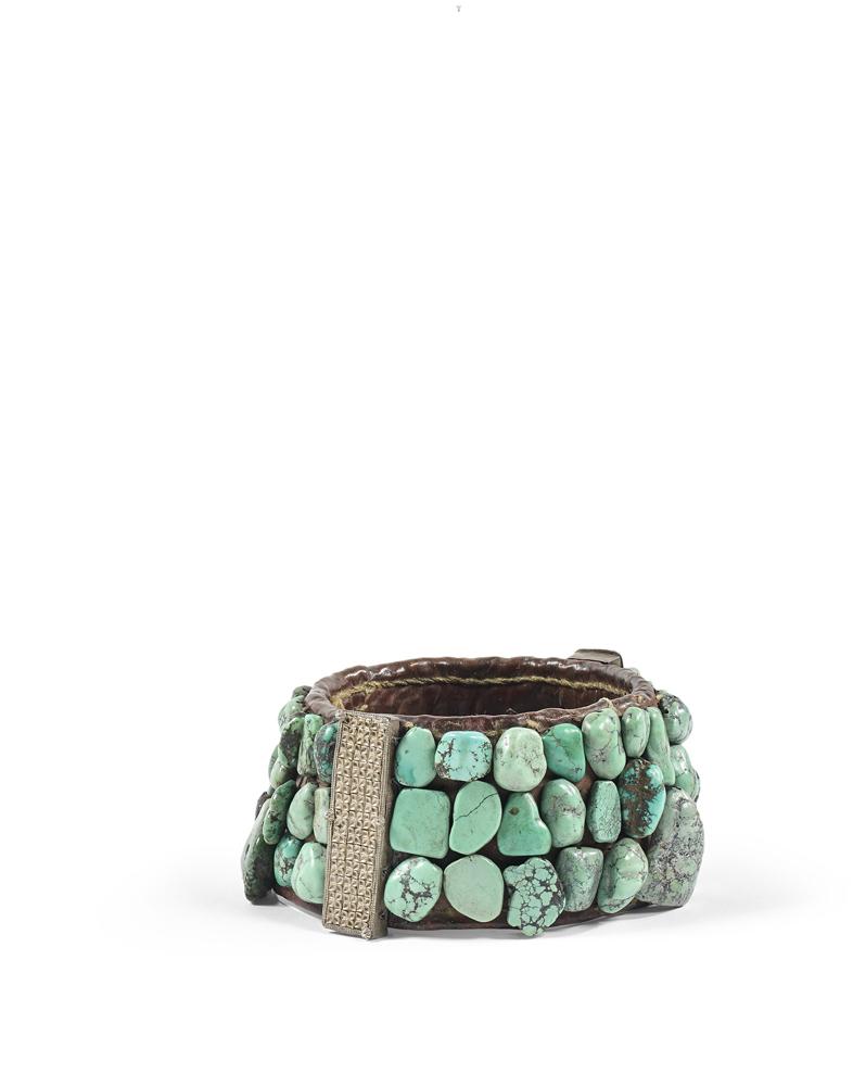 Coiffe en turquoise et cuir Tibet © Artcurial.