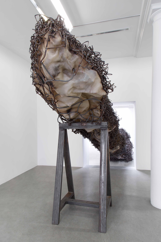 Anish Kapoor, A blackish fluid excavation, 2018 / Vue de l'exposition « Another (M)other », Kamel Mennour  © ADAGP Anish Kapoor 2018, Courtesy the artist and Kamel Mennour