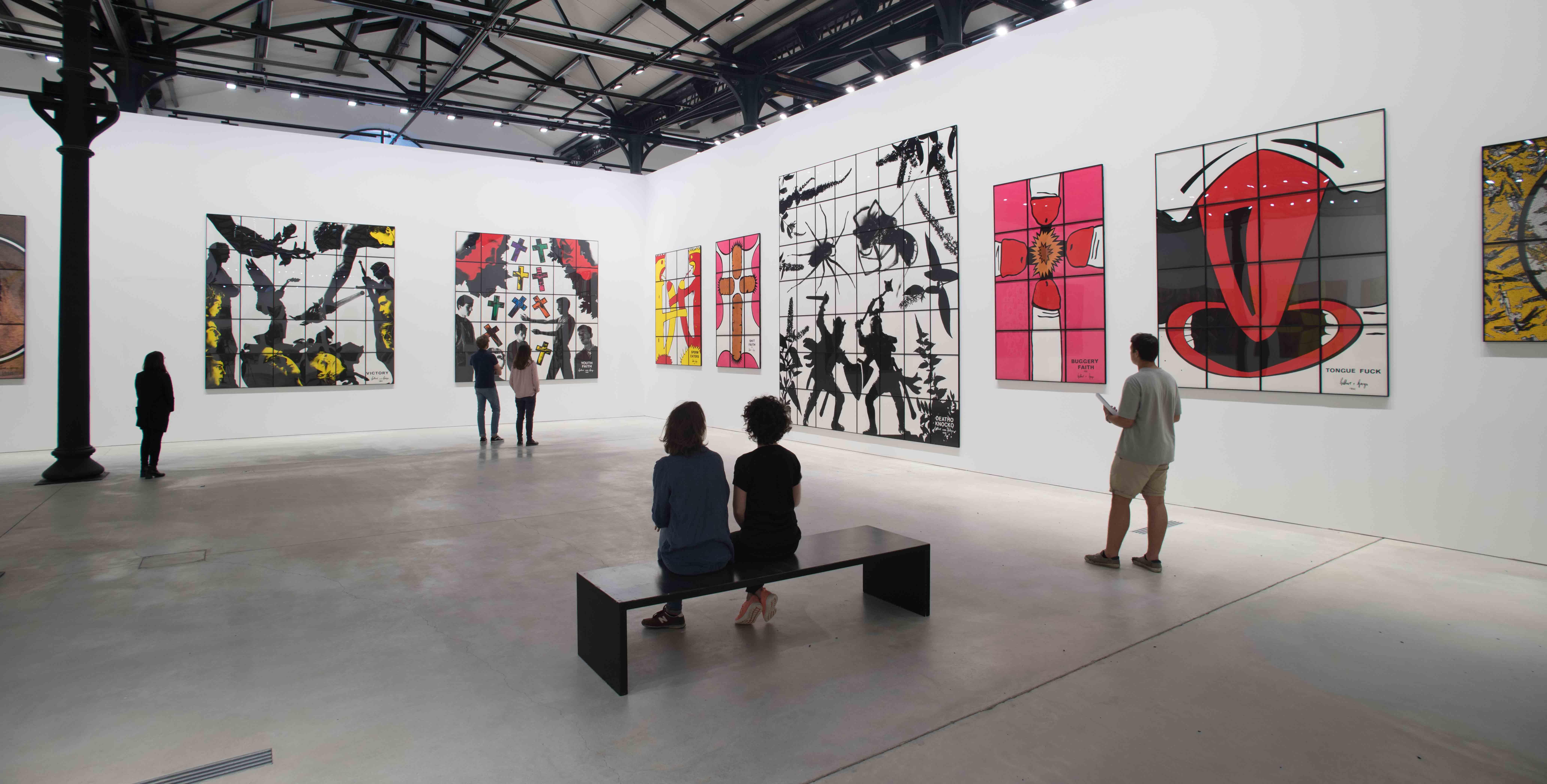 """Vue de l'exposition """"The Great Exhibition"""" de Gilbert & George à Arles."""