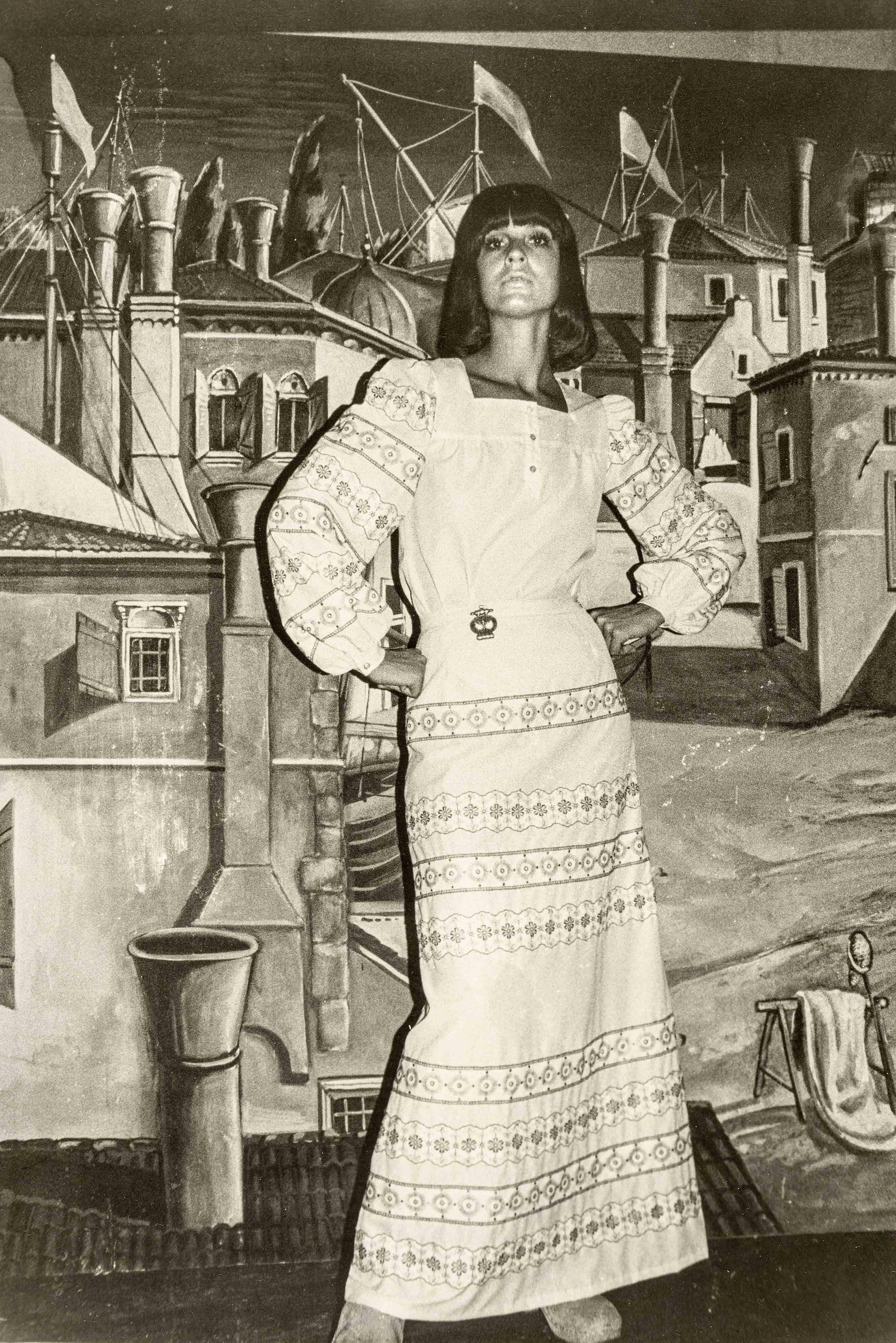 Full-length shirt dress | vintage print | 11,6 x 8,9 in | model design: Eva Mücke, production: Helga Perkuhn | 'Sibylle', issue 6, 1973 Galerie Berinson, Berlin