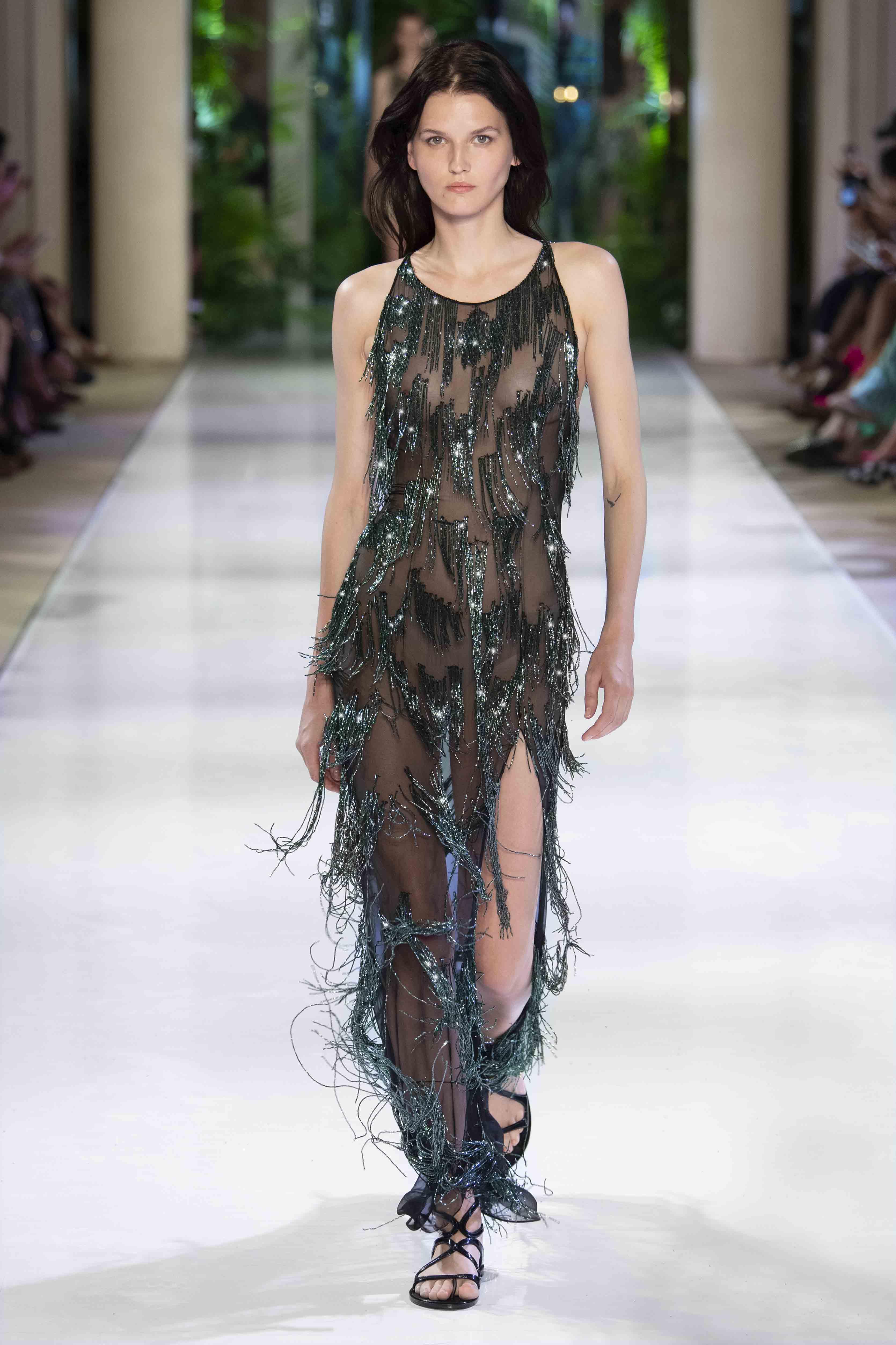 couture azzaro fall winter 40 magazine runway vogue models haute