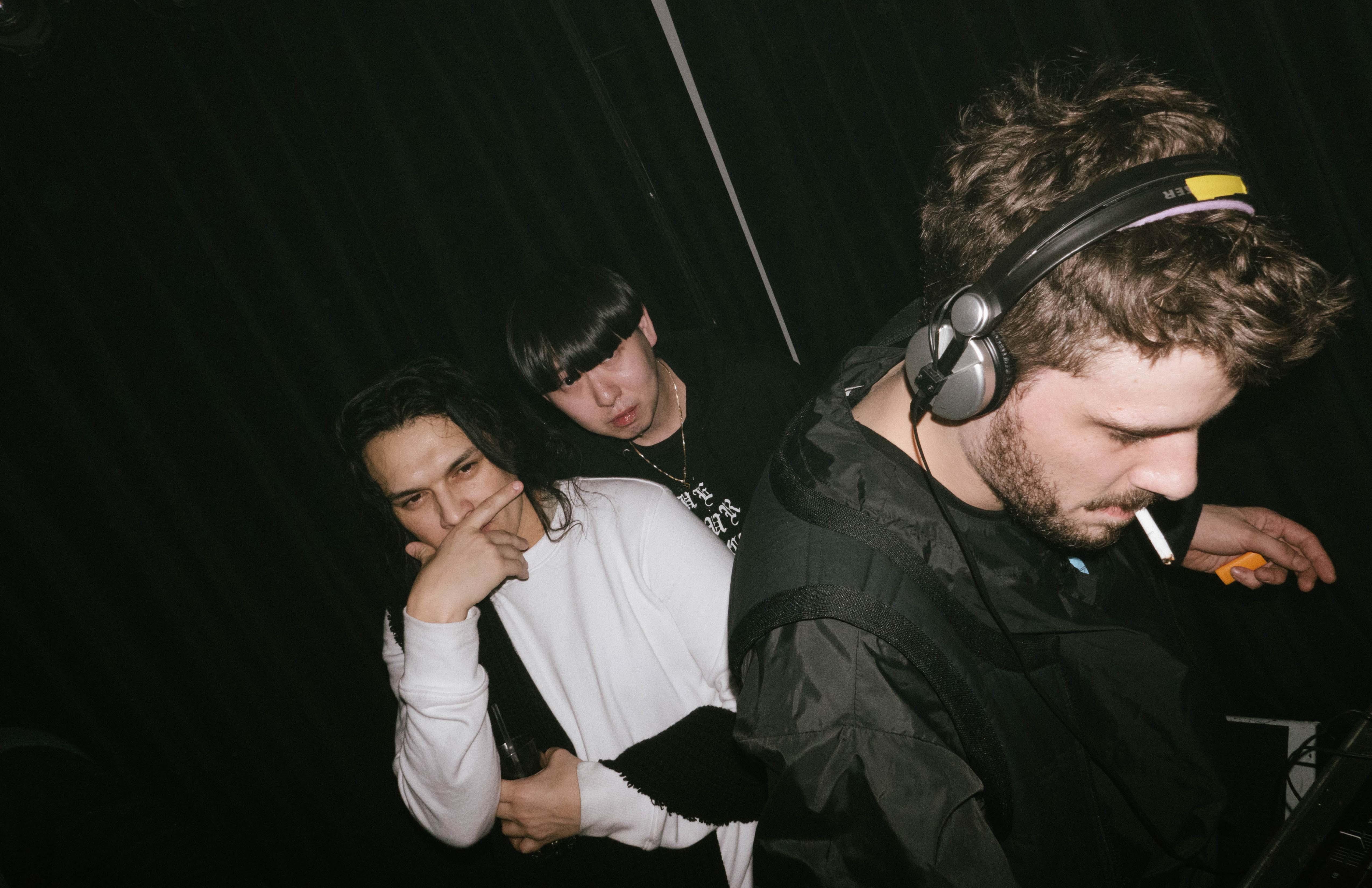 De gauche à droite : Guillermo, Kiri, Sam Tiba à la soirée Phire Wire