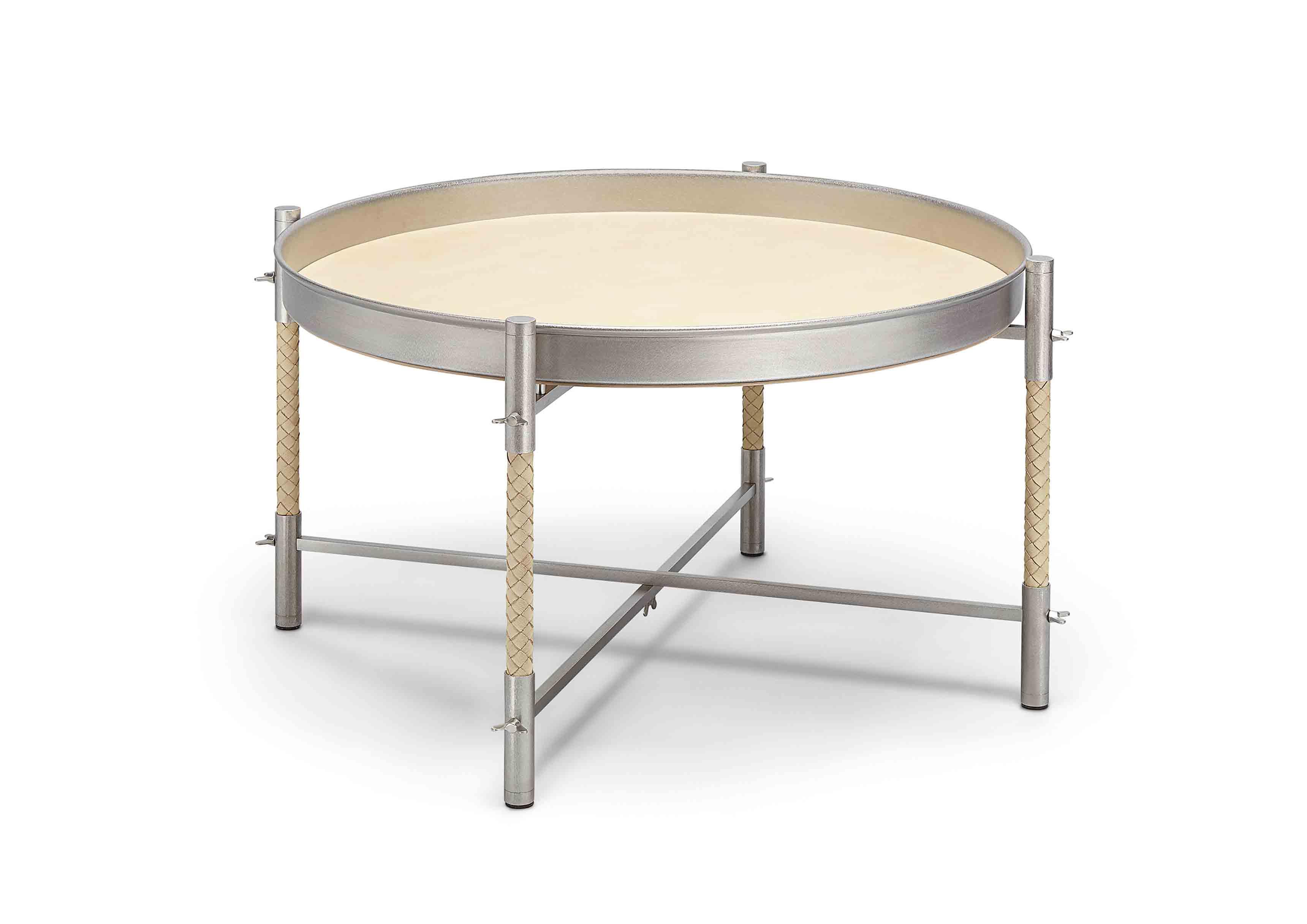 Petite table circulaire issue de la nouvelle collection Maison de Bottega Veneta, à l'occasion du Salone del Mobile de Milan.