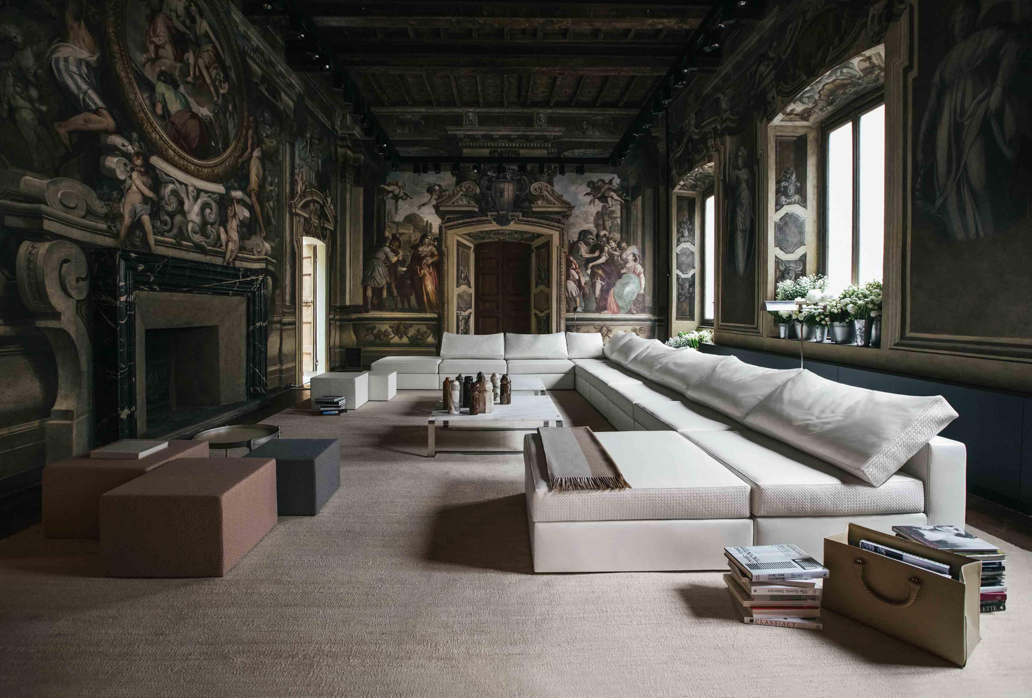 Vue d'ensemble sur la nouvelle collection Maison de Bottega Veneta, à l'occasion du Salone del Mobile de Milan.