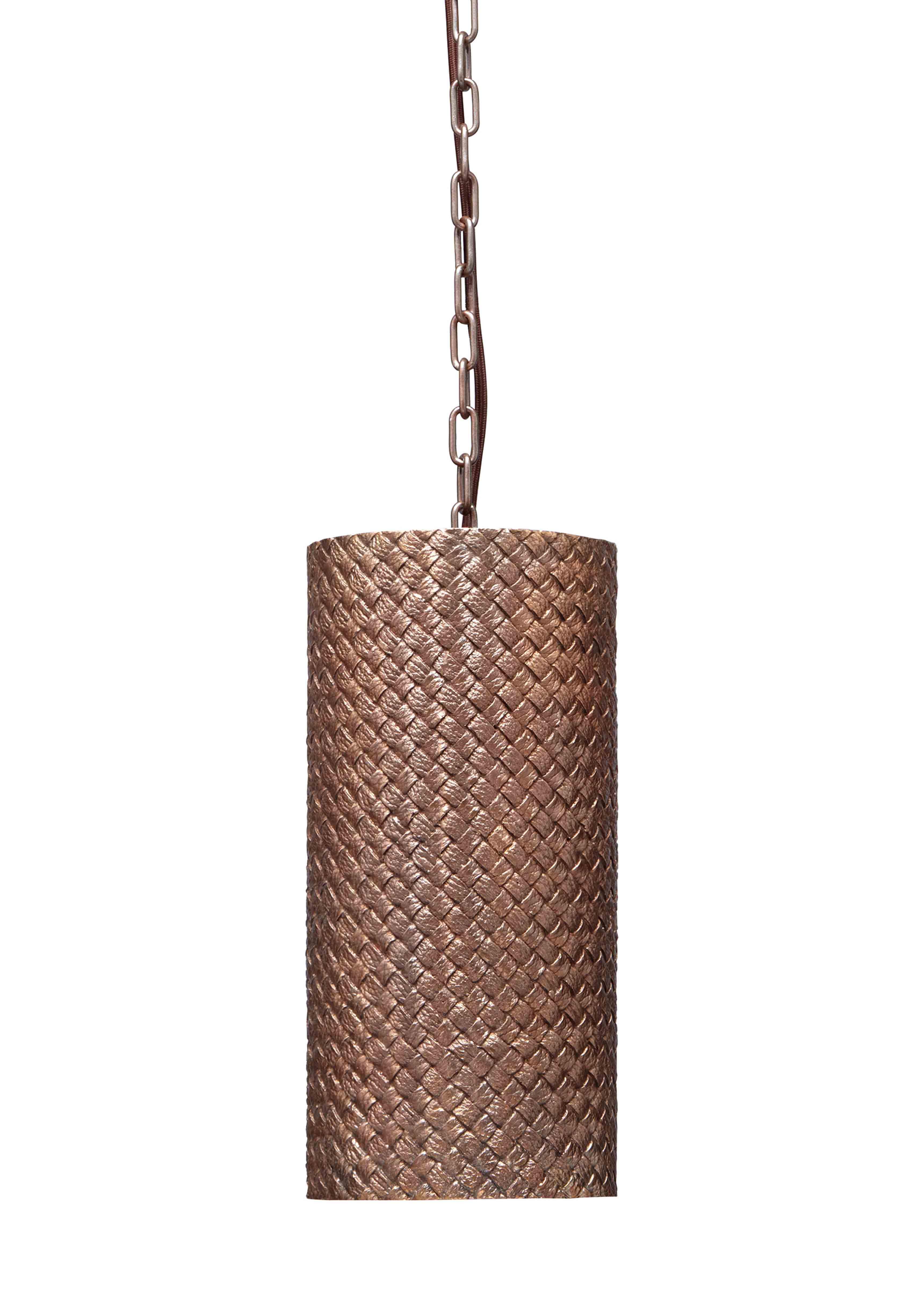 Suspension OVM en bronze naturel issue de la nouvelle collection Maison de Bottega Veneta, à l'occasion du Salone del Mobile de Milan.