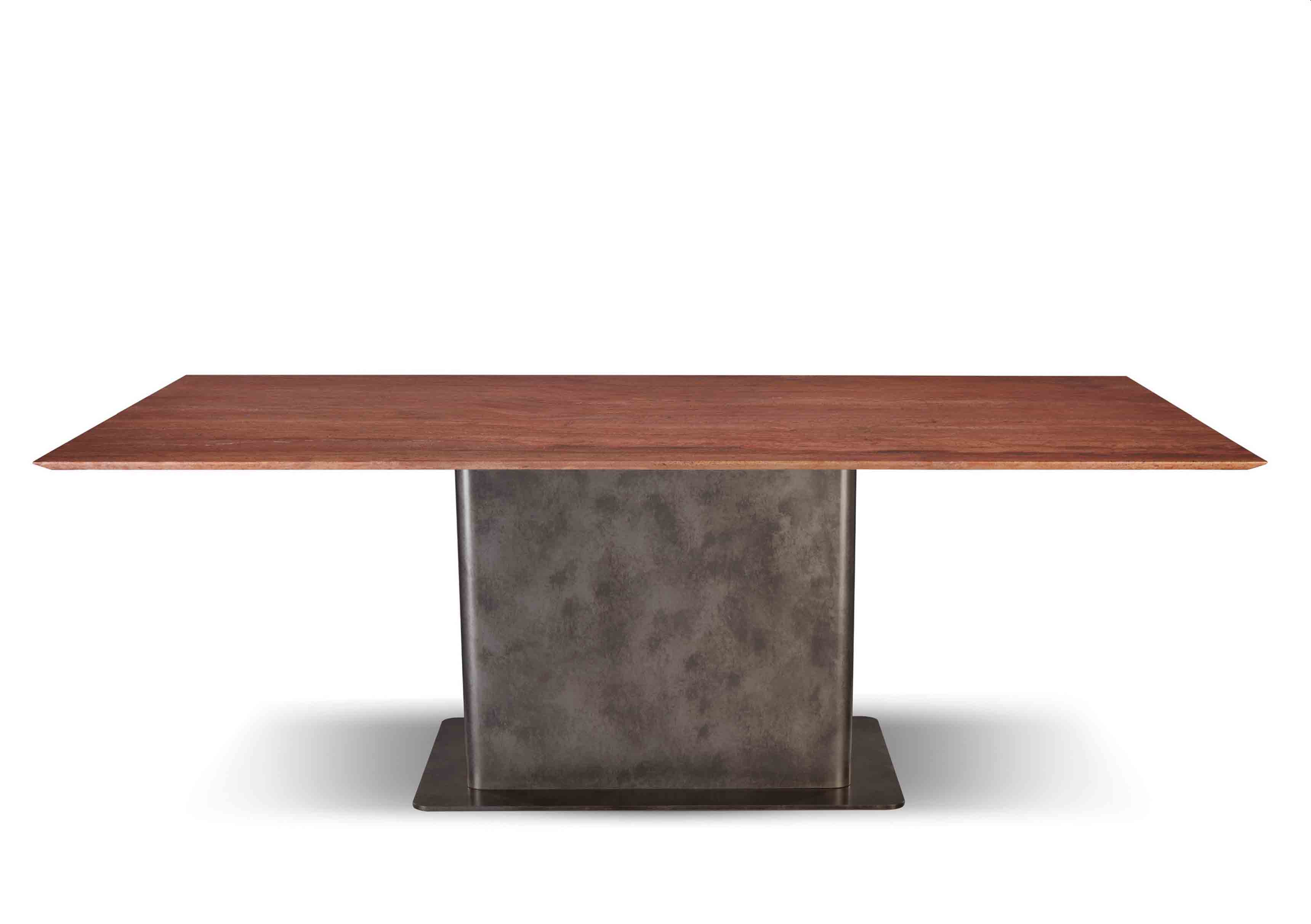 Table rectangulaire en travertin rouge issue de la nouvelle collection Maison de Bottega Veneta, à l'occasion du Salone del Mobile de Milan.