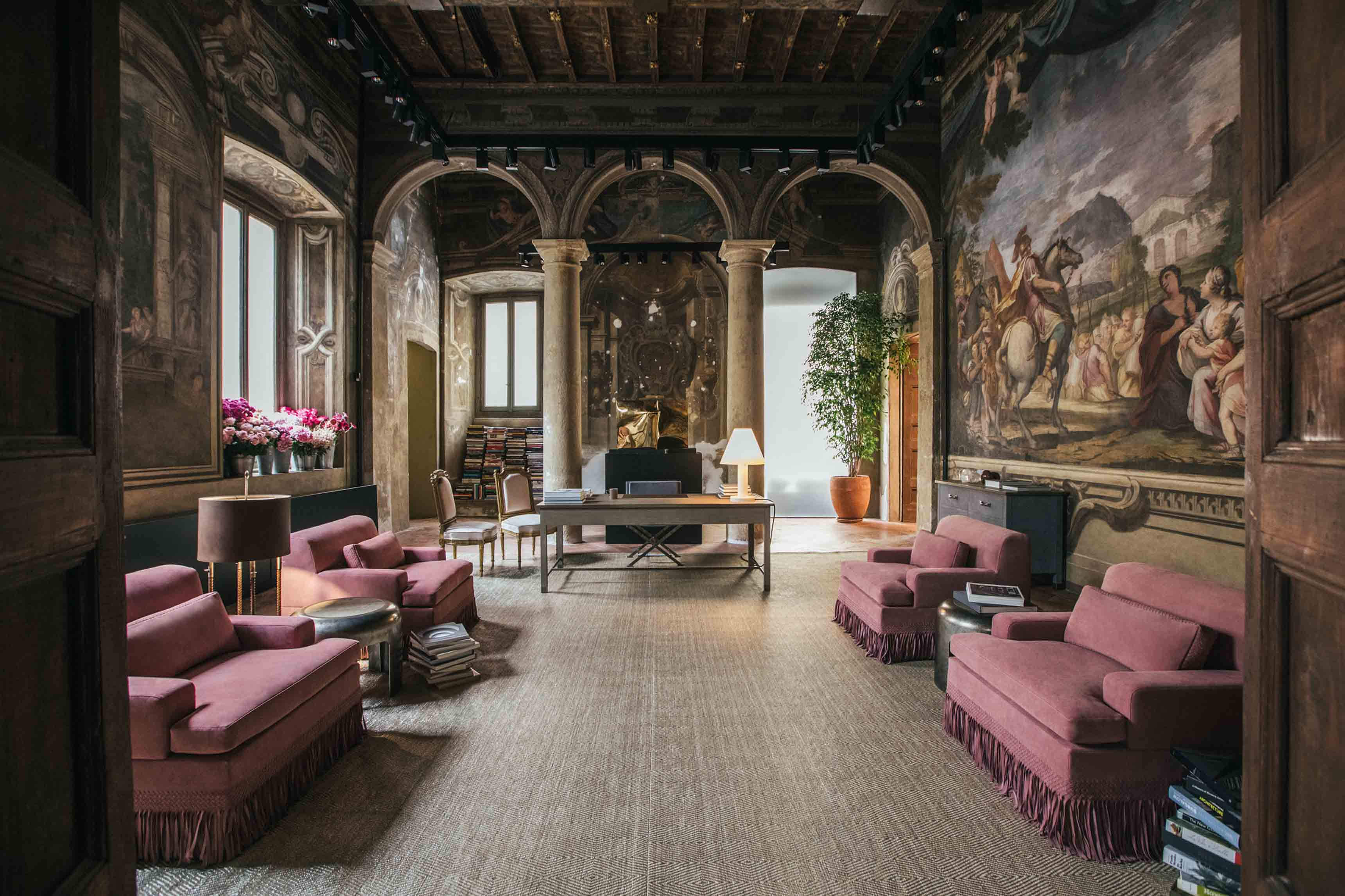 Vue d'ensemble sur la nouvelle collection Maison de Bottega Veneta, à l'occasion du Salone del Mobile de Milan.