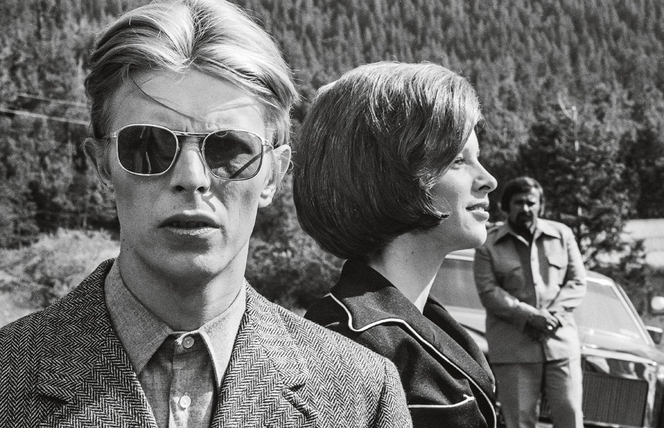 The alien Newton (David Bowie) tries to become more human by living with with Mary-Lou (Candy Clark). Copyright: © 1976 Studiocanal Films Ltd. All rights reserved.