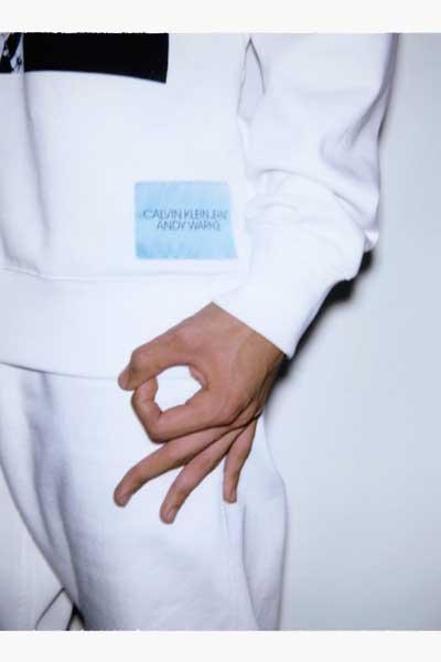 """Sweat-shirt à capuche de la collection capsule Calvin Klein Jeans x Andy Warhol Foundation, """"Self Portaits""""."""