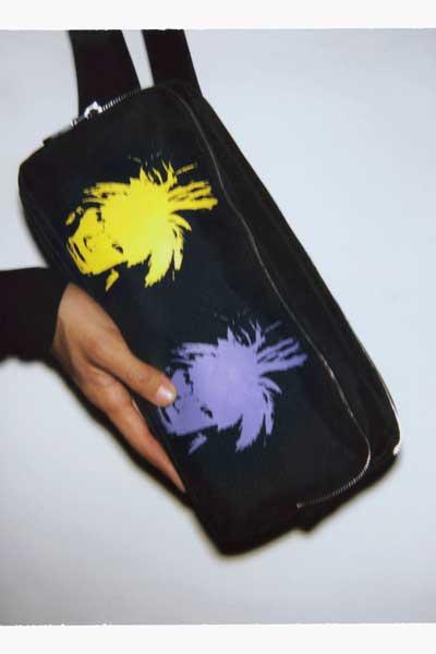 "Sac de la collection capsule Calvin Klein Jeans x Andy Warhol Foundation, ""Self Portaits""."