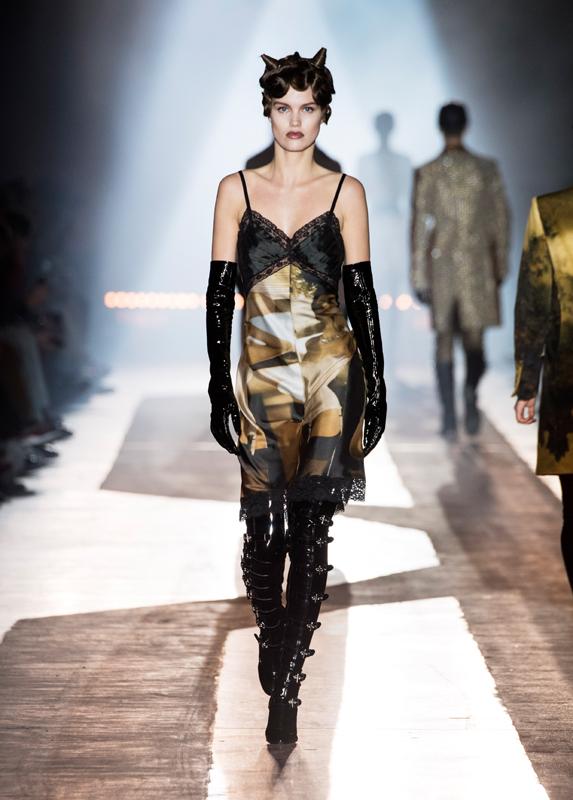 Moschino pre-collection fall-winter 2018-2019 fashion show