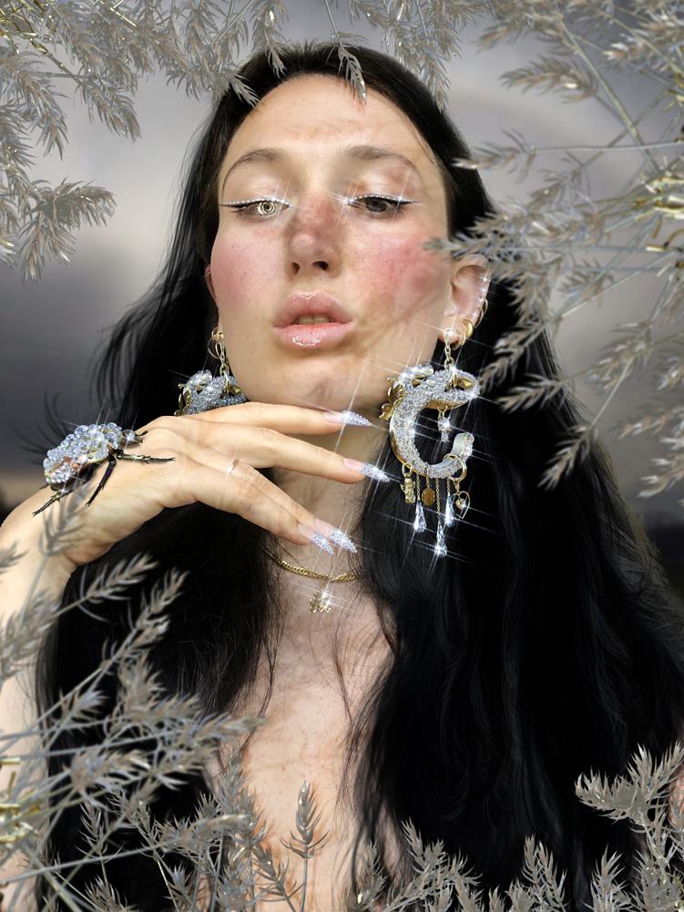 Carol Civre, autoportrait réalisé exclusivement pour Numéro
