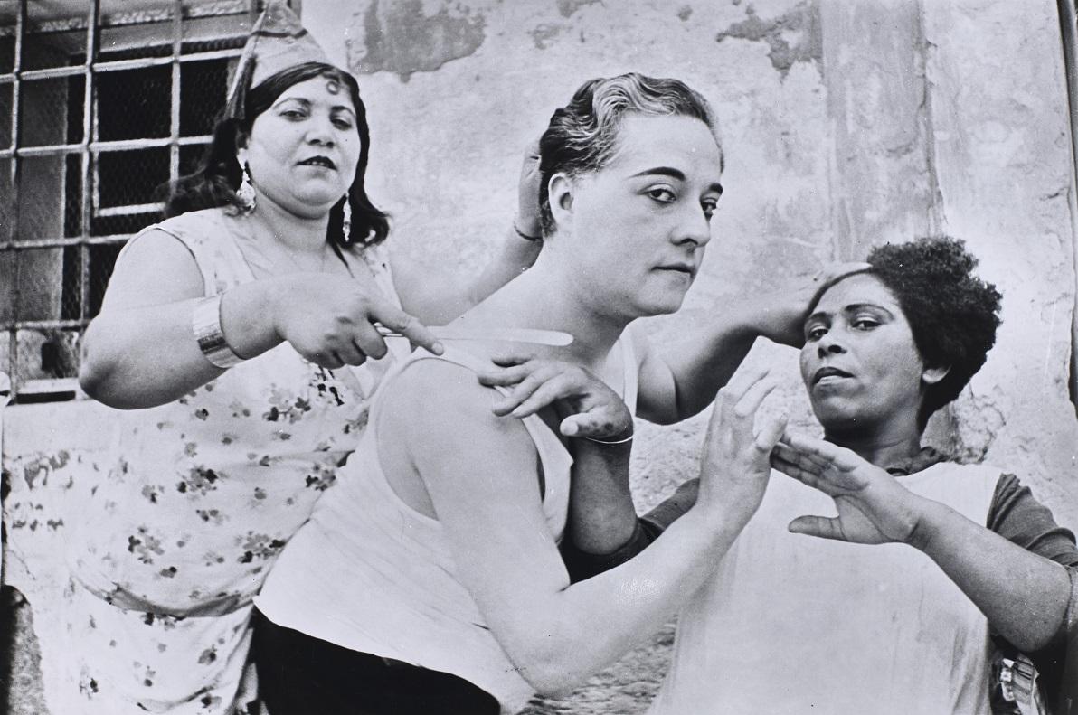 """Alicante, Espagne, 1933"" de Henri Cartier-Bresson  [€ 5,000-7,000]."