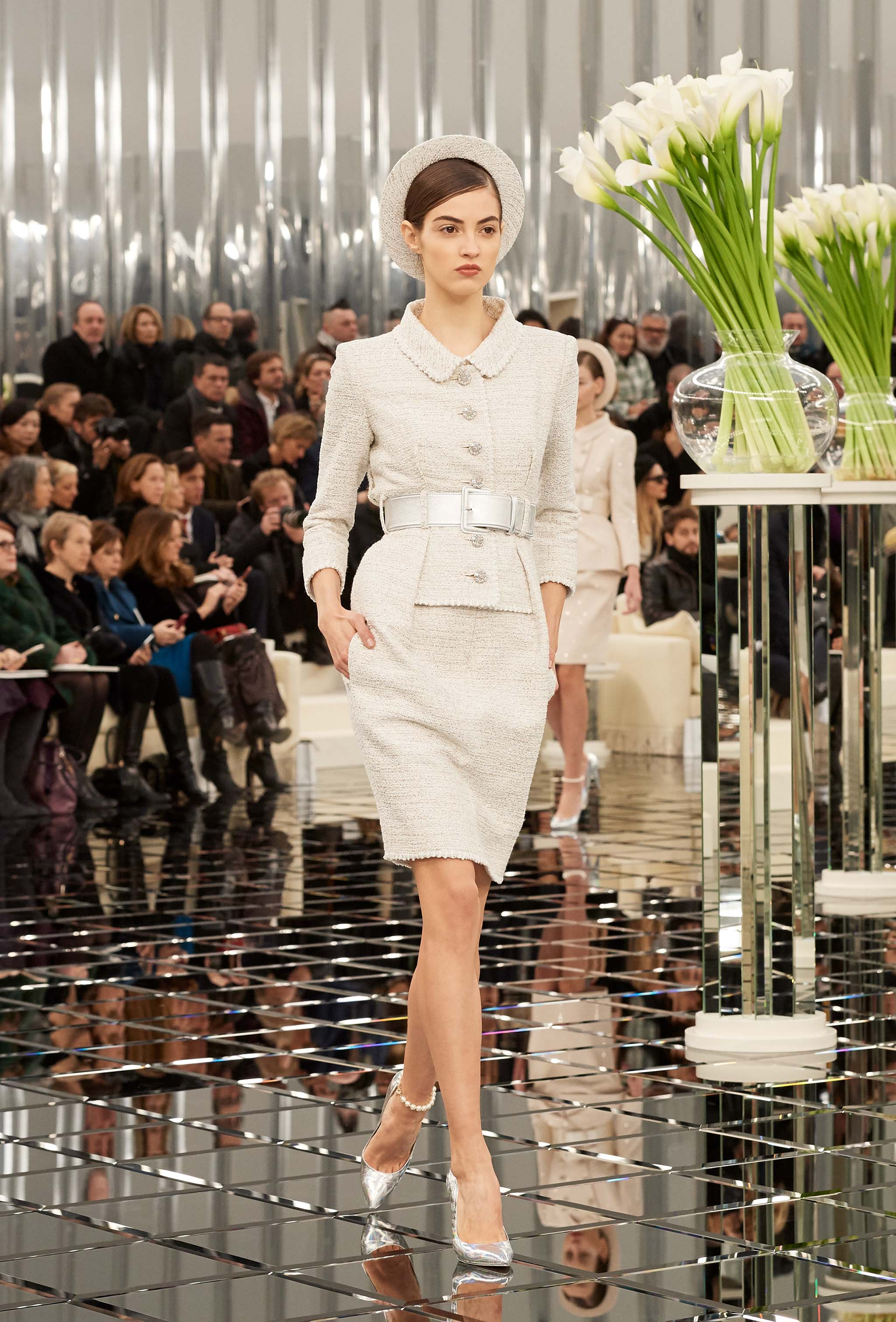 Chanel haute couture spring summer 2017 runway show for Haute couture 2017