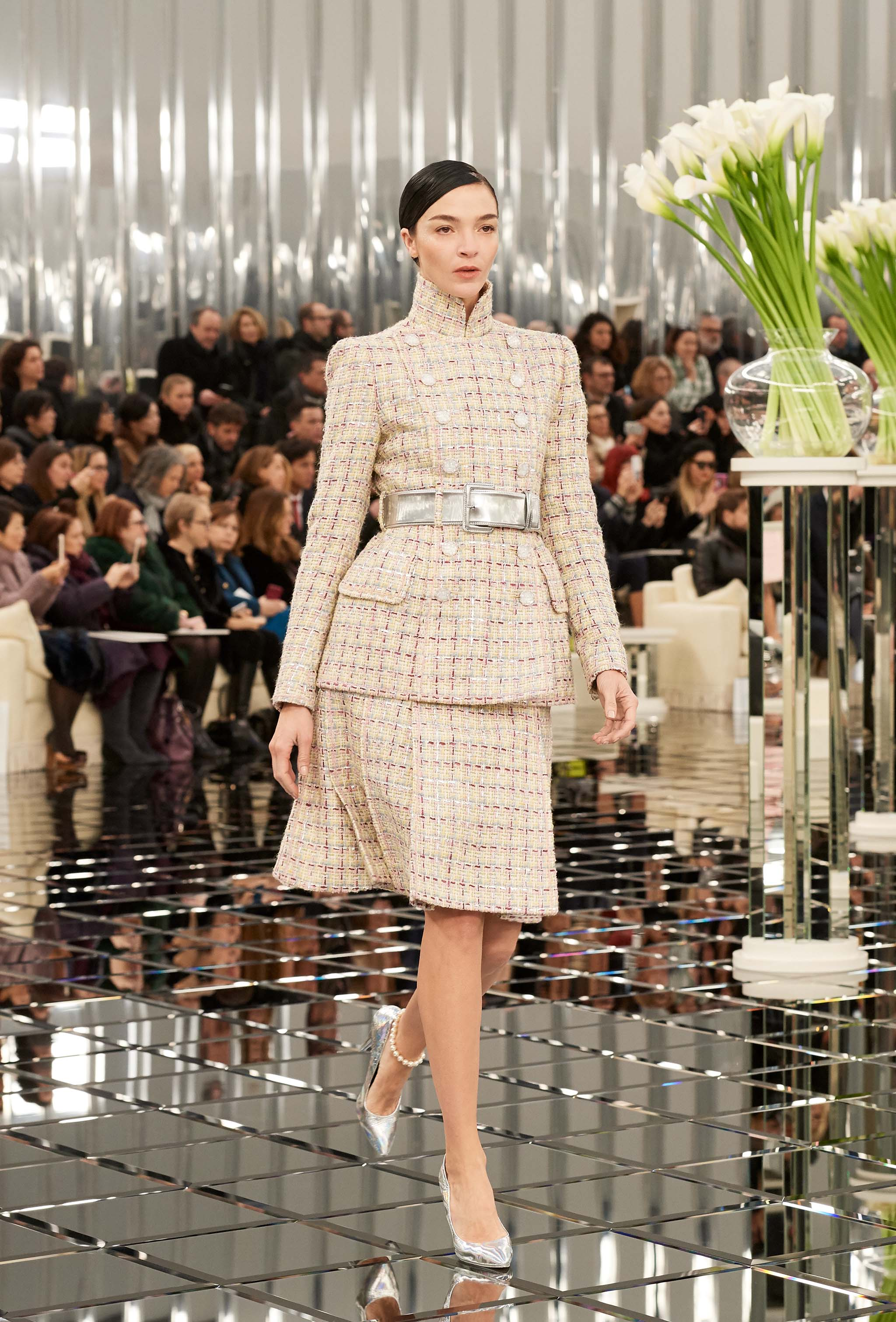Chanel haute couture spring summer 2017 runway show for Couture 2017