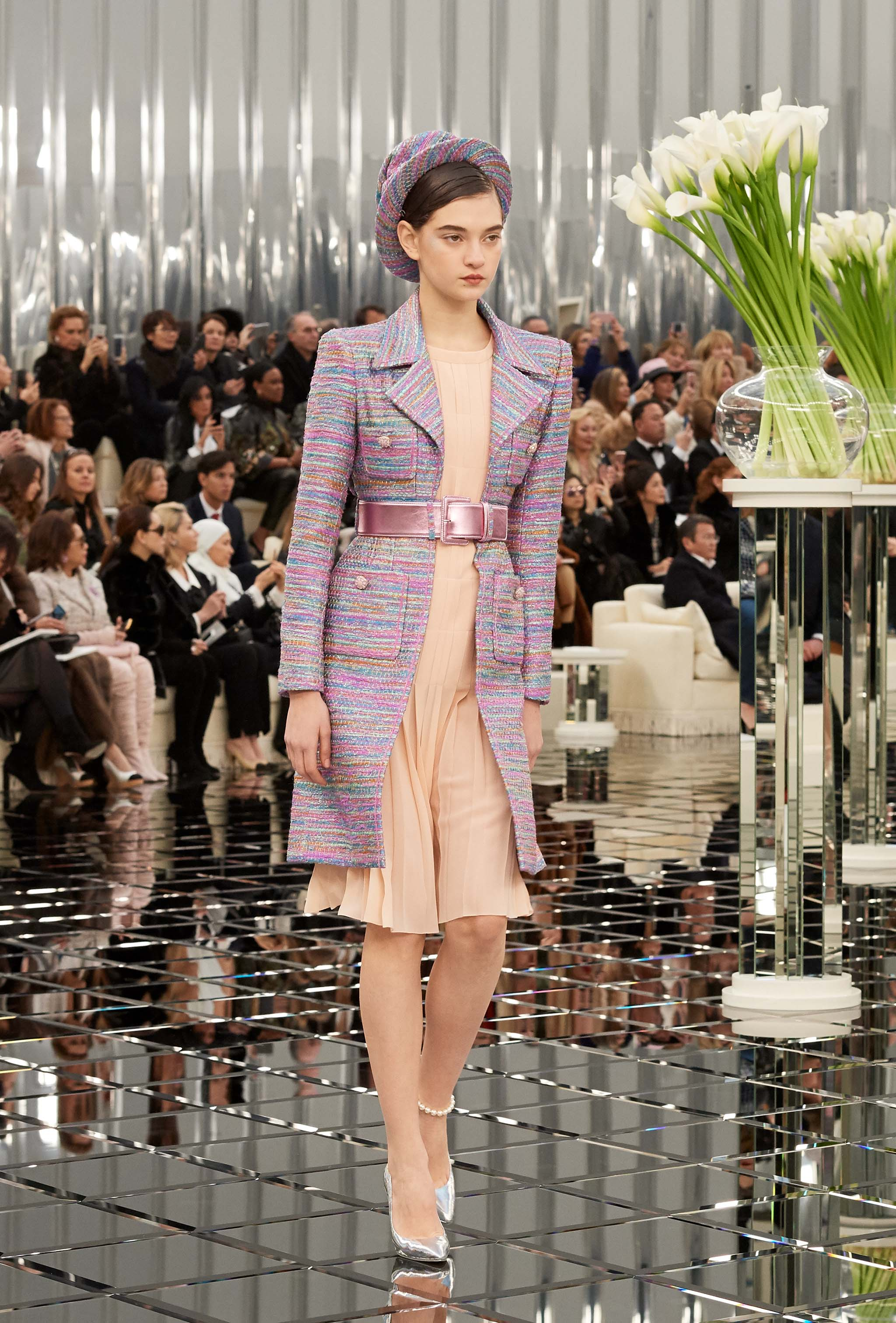 Chanel haute couture spring summer 2017 runway show for Haute couture shopping