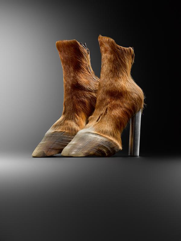"""Iris Schieferstein, """"Horseshoes"""" (2006). Berlin, Iris Schieferstein © MAD Paris. Photo : Hugues Dubois"""