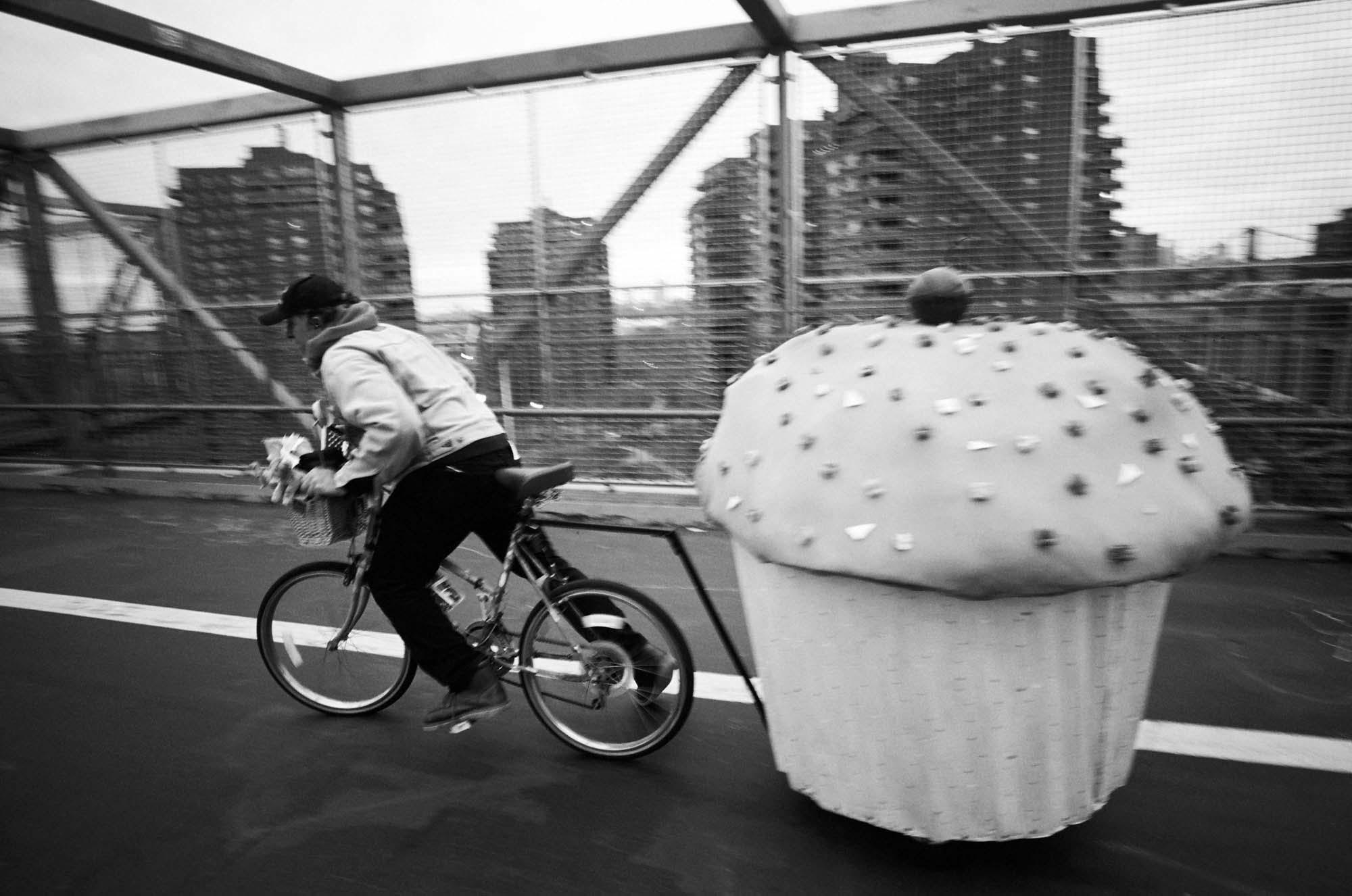 """Cupcake Bike"" par Cheryl Dunn. Courtesy of the Artist."