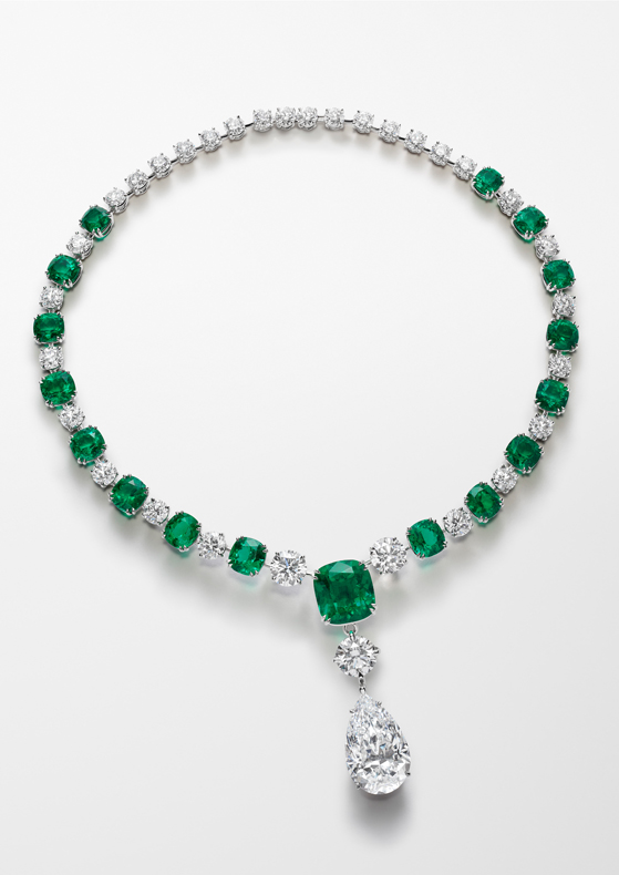 Necklace in platinum set with 17 exceptional no oil cushion-cut emeralds for a total of 52cts, one D-flawless pear-shaped diamond of 20.5cts, two D-flawless round-shaped diamonds (8.3cts) and round-shaped diamonds (29.6cts).