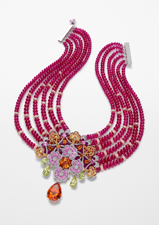 Necklace in 18ct white gold and titanium composed of ruby beads (440cts), featuring a pear-shaped Spessartine garnet of 16.7cts and set with a round-shaped Spessartine garnet (7.1cts), brilliant-cut diamonds (8.7cts), pear-shaped yellow chrysoberyls (7cts), fancy-cut pink sapphires (5.9cts), Spessartite garnets (3.2cts) and yellow sapphires.