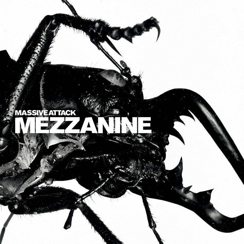 Massive Attack, Mezzanine Circa Records, direction artistique : Tom Hingston & Robert Del Naja, design : Hingston Studio, photographie : Nick Knight, 1998.