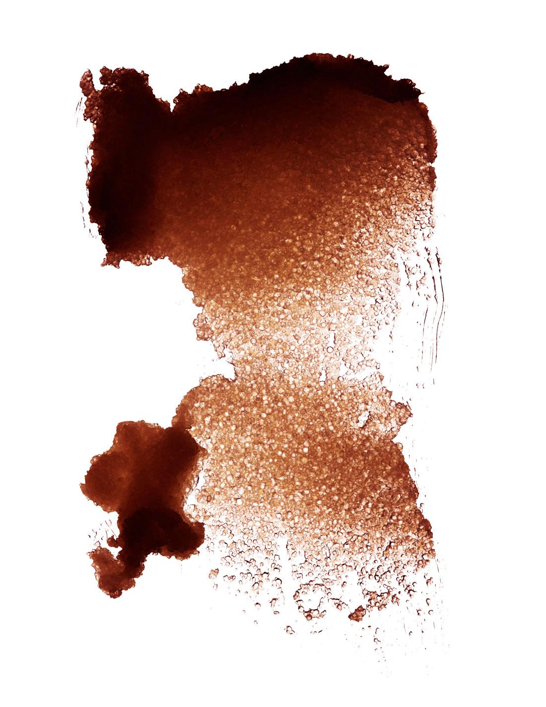 """Cristaux de sel et de sucre, beurre de karité, huiles essentielles de romarin et de menthe… """"Gommage 'Tonic' Corps aux Huiles Essentielles"""", CLARINS."""