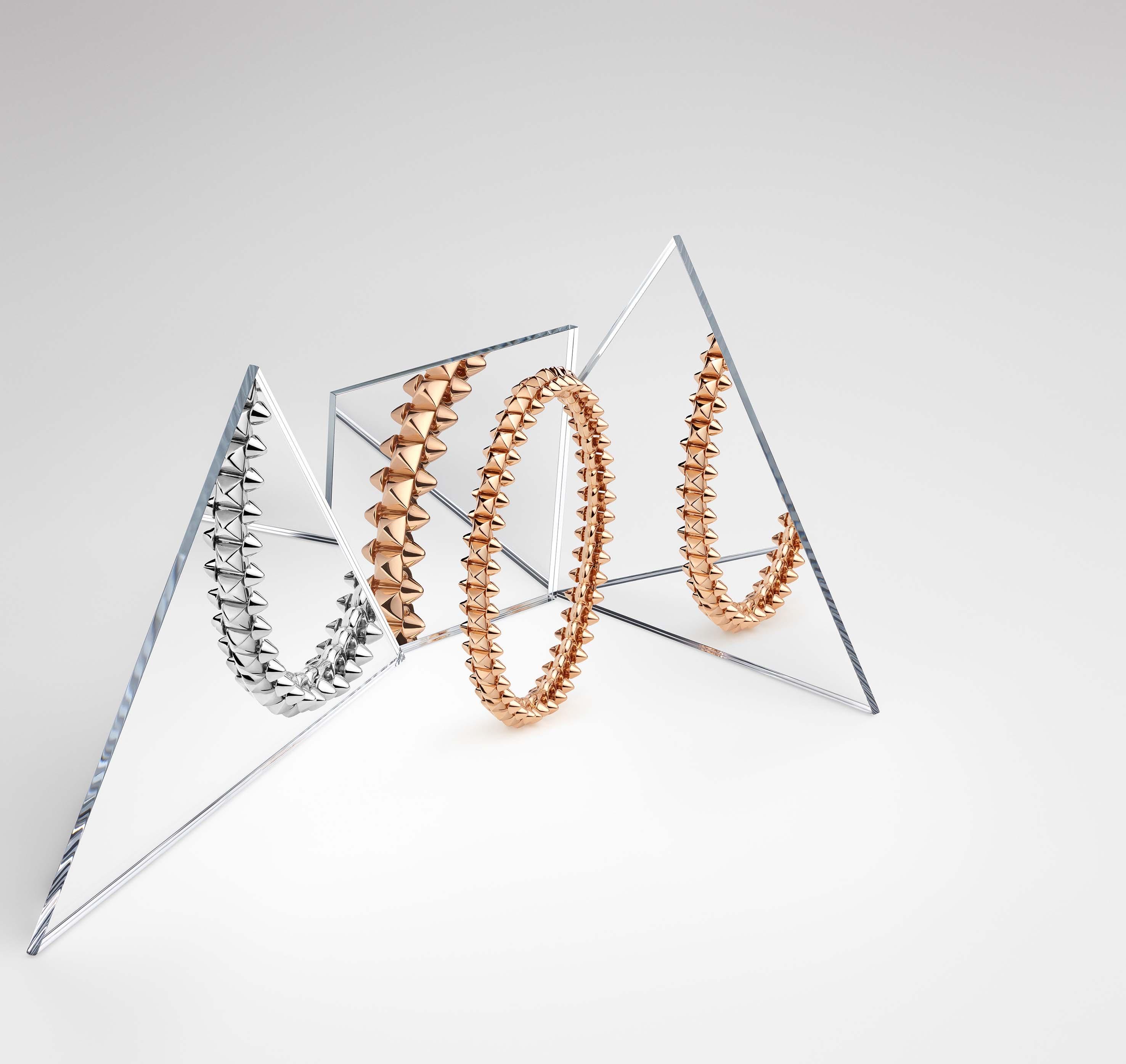 Bracelets en or jaune et blanc. © Clash de Cartier