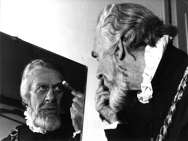 Jean Yonnel dans sa loge ©Coll. Comédie-Française