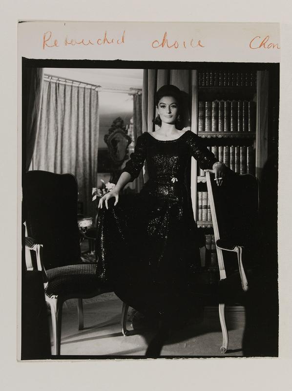 Henry Clarke. Anouk Aimée en Chanel. Photographie publiée dans Vogue, septembre 1963 Paris Musées © Henry Clarke, Musée Galliera / Adagp, Paris 2020