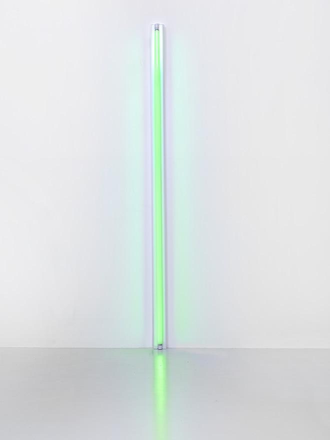 Untilled, 1963  Green fluorescent tube 244 x 10 x 7 cm Courtesy Fondation Louis Vuitton. Photo credit: © Adagp, Paris 2017