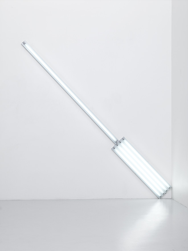 Alternate Diagonals of March 2, 1964 (to Don Judd), 1964  Fluorescent tubes (daylight) Diagonal length 369,6 cm Courtesy Fondation Louis Vuitton. Photo credit: © Adagp, Paris 2017
