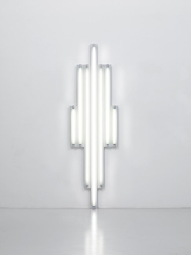 """""""Monument"""" for V. Tatlin, 1970  Set of 8 white fluorescent tubes 244 x 82 x 12 cm Courtesy Fondation Louis Vuitton. Photo credit: © Adagp, Paris 2017"""