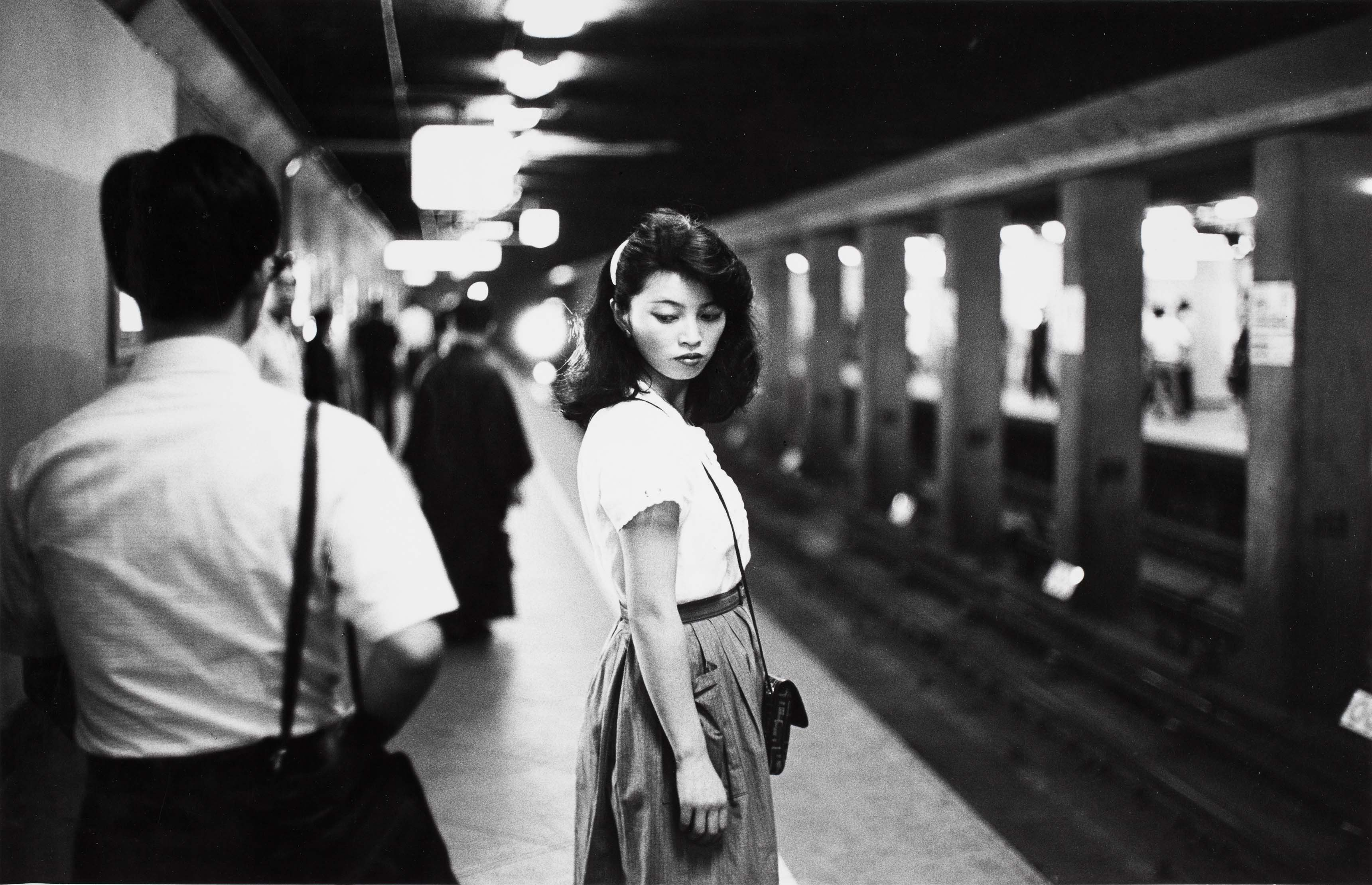 Ed van der Elsken, girl in the subway, Tokyo, 1981. Nederlands Fotomuseum Rotterdam © Ed van der Elsken / Collection Stedelijk Museum Amsterdam