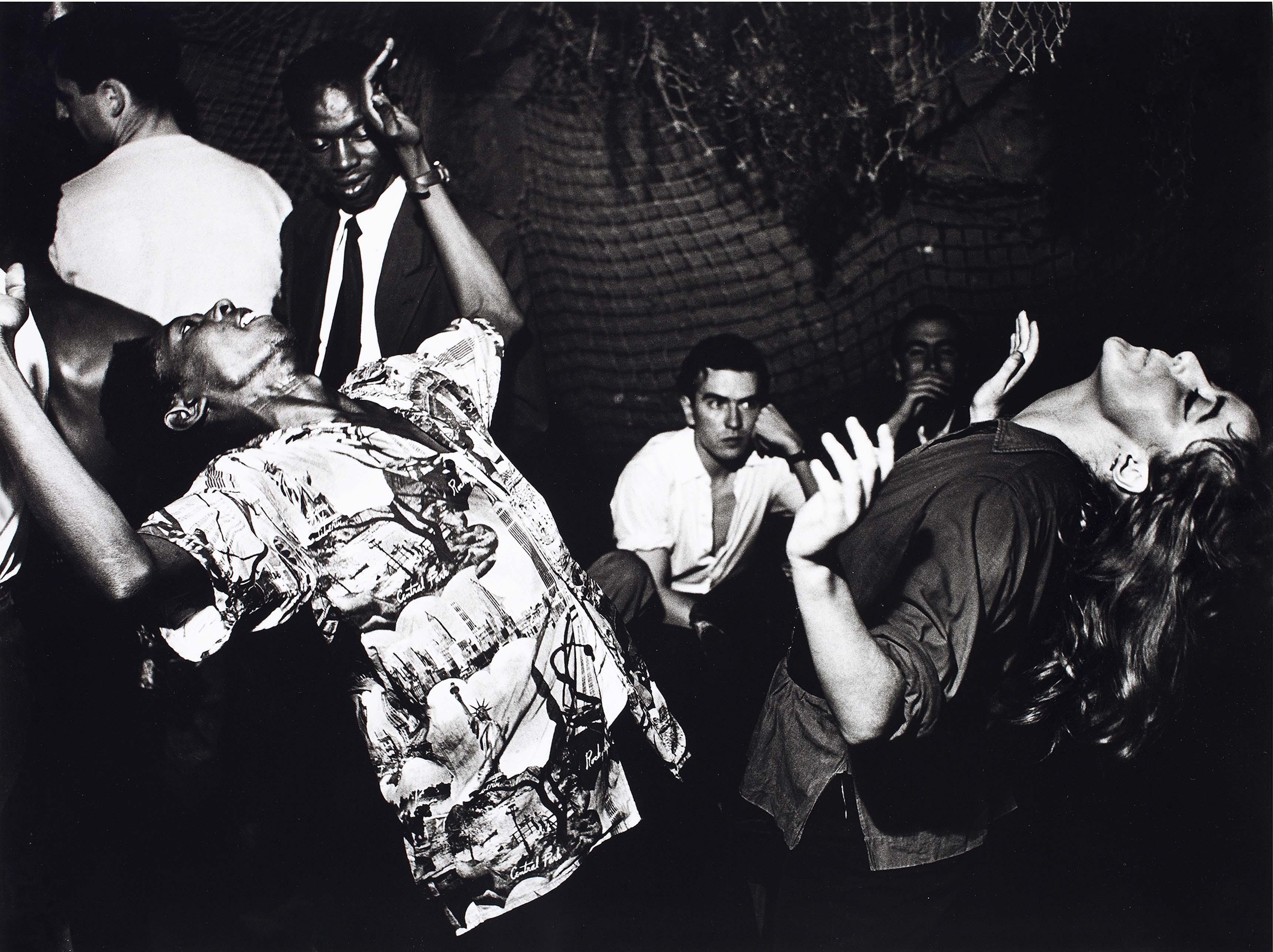 Ed van der Elsken, Vali Myers (Ann) danse à La Scala, Paris, 1950. Nederlands Fotomuseum Rotterdam © Ed van der Elsken / Collection Stedelijk Museum Amsterdam