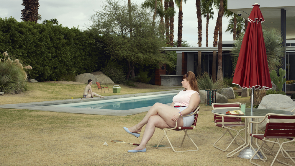 At the Pool (2018), Palm Springs, © Erwin Olaf, Courtesy Galerie Rabouan Moussion.