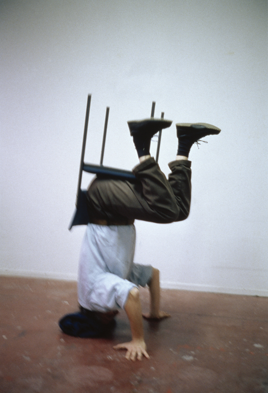 Erwin Wurm, One Minute Sculpture, 1997. C-print 45 x 30 cm © Erwin Wurm