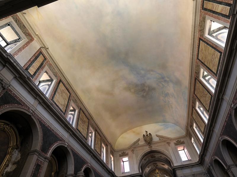 """Michael Biberstein, """"Un Ciel pour Michael Biberstein"""" (2016), église Santa Isabel, Lisbonne. Photo : Georges Poncet. Courtesy of Jeanne Bucher Jaeger (Paris)"""