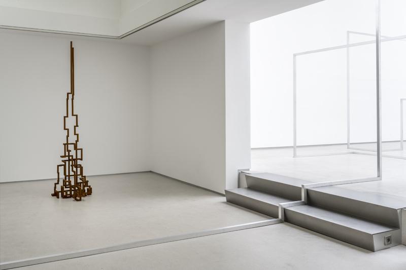 "Antony Gormley, ""FILL"" (2019) and ""RUN II"" (2020). Cast iron 222 x 55.6 x 67.3 cm and Aluminium square tube 40 x 40 mm. Installation view, Galerie Thaddeus Ropac, Marais, Paris, France, 2020. Photograph by Charles Duprat © the artist"