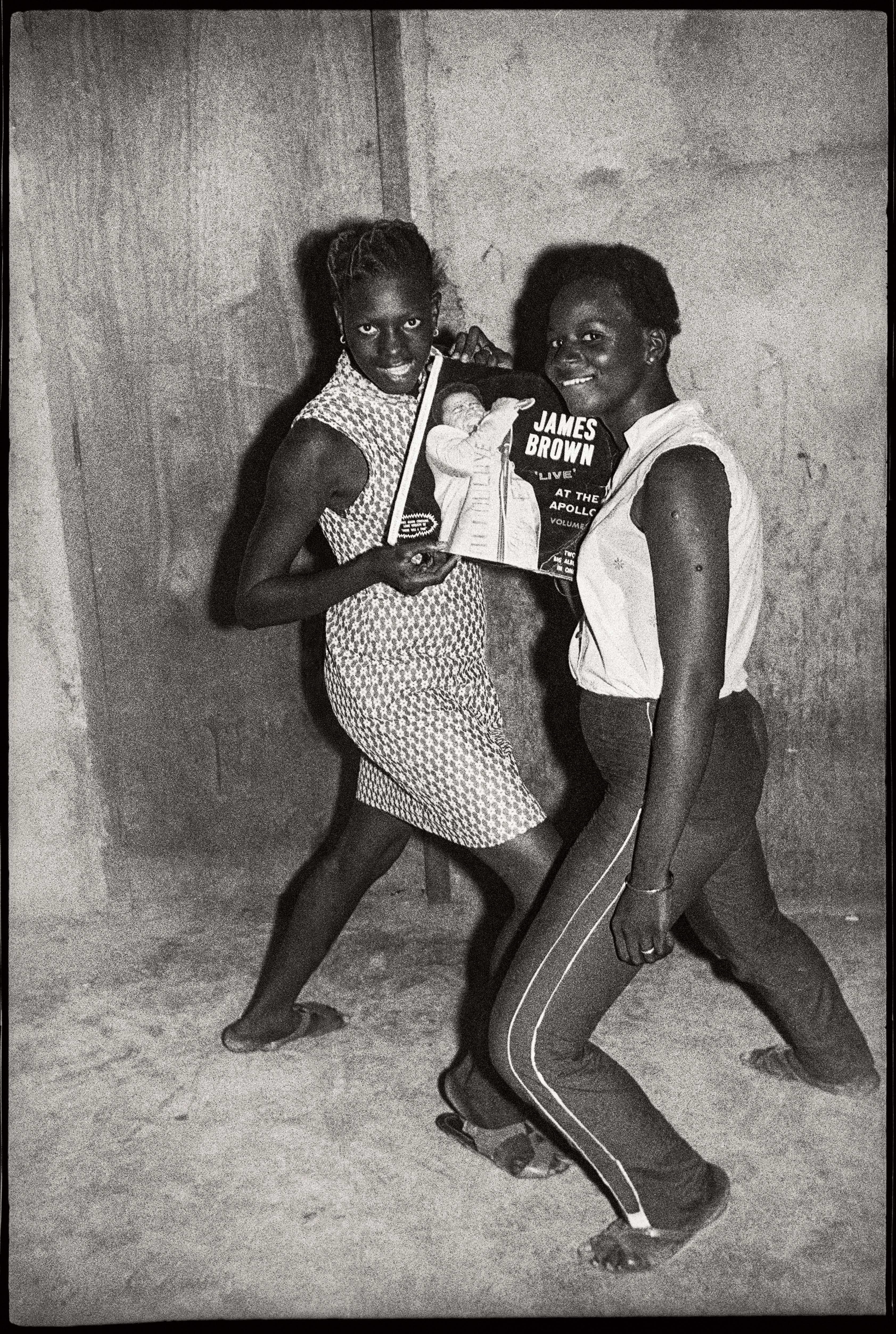 Malick Sidibé Fans de James Brown, 1965 Tirage gélatino-argentique 50,5 x 40,5 cm Collection Fondation Cartier pour l'art contemporain, Paris © Malick Sidibé