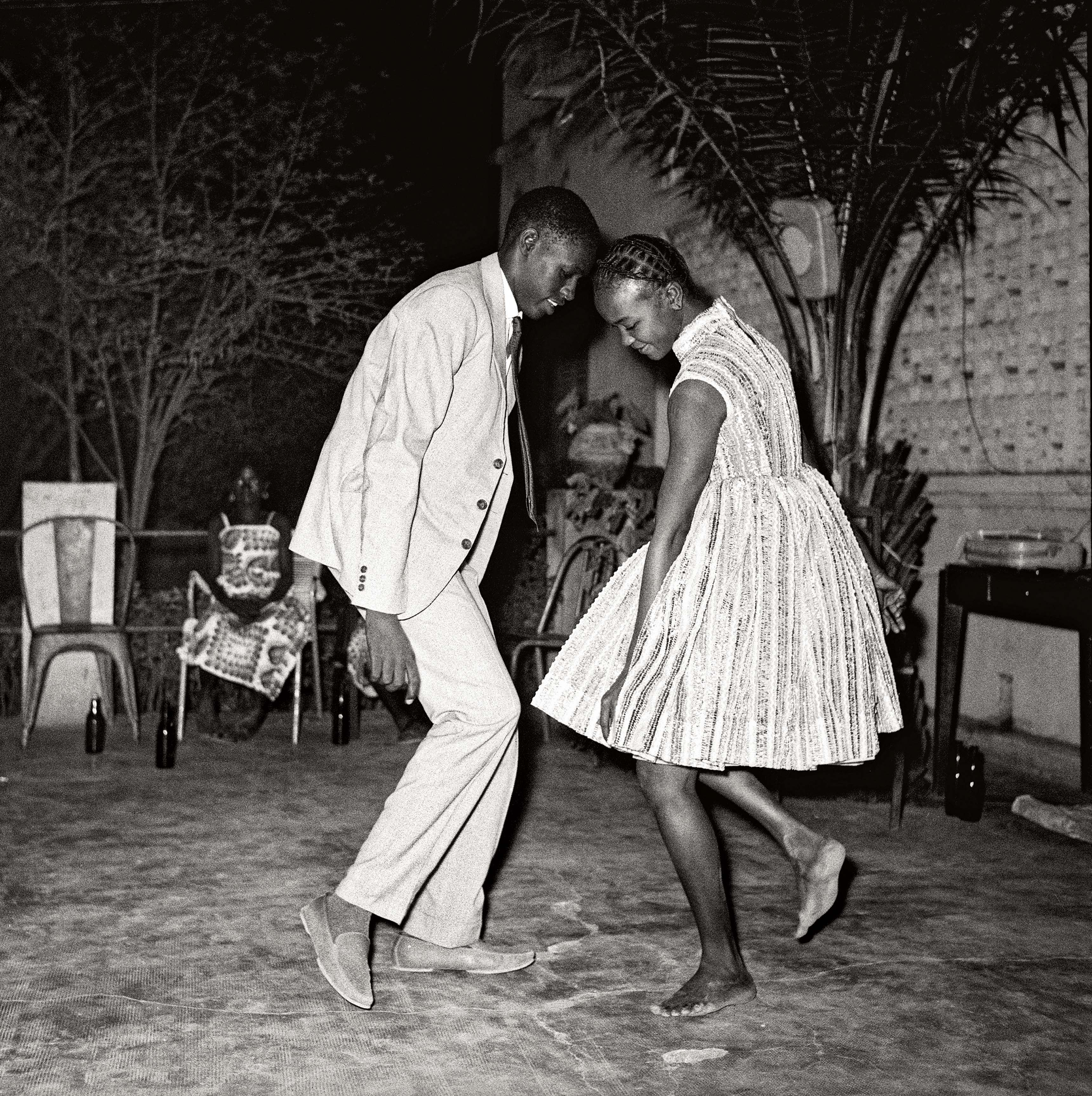 Malick Sidibé Nuit de Noël, 1963 Tirage gélatino-argentique 100,5 x 100 cm Collection Fondation Cartier pour l'art contemporain, Paris © Malick Sidibé