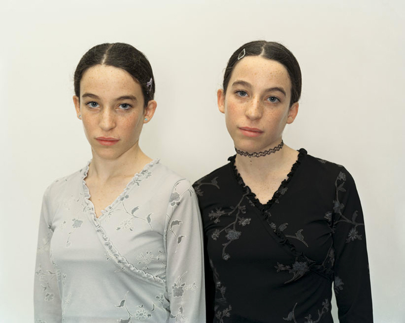 "Rineke Dijkstra, ""Chen and Efrat, Israel, 16 Dec. 2000"" (2000). Courtesy the artist and Marian Goodman Gallery New York, Paris and London"