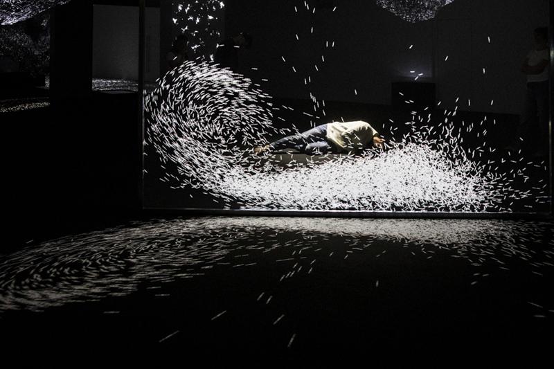Adrien M & Claire B, XYZT, Nuées mouvantes, Courtesy des artistes, 2011-2015 - Faire corps, La Gaîté Lyrique - Photo : Voyez-Vous (Vinciane Lebrun)