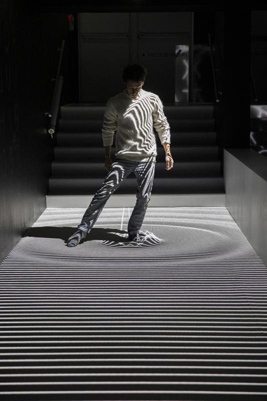 Adrien M & Claire B, XYZT, Anamorphose spatiale, Courtesy des artistes, 2011-2015 - Faire corps, La Gaîté Lyrique - Photo : Voyez-Vous (Vinciane Lebrun)